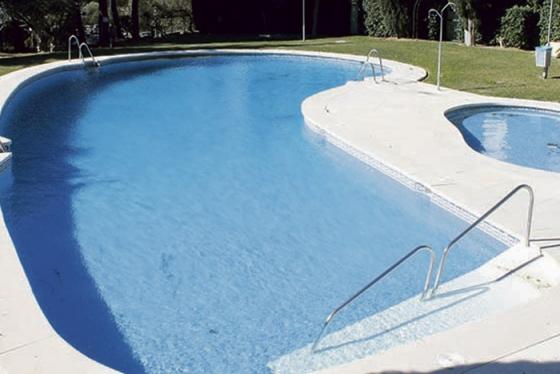 Mijas ordenar el cierre y el vaciado de las piscinas de for Vaciado de piscina