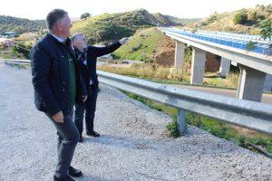 Angel Nozal y el senador Marmolejo visitando trazado tren litoral en La Cala